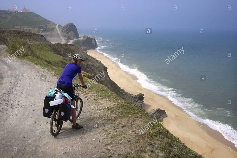 نام: a-cycle-tourist-takes-in-the-view-near-quiaios-in-portugal-CX7Y6E.jpg نمایش: 101 اندازه: 167.7 کیلو بایت