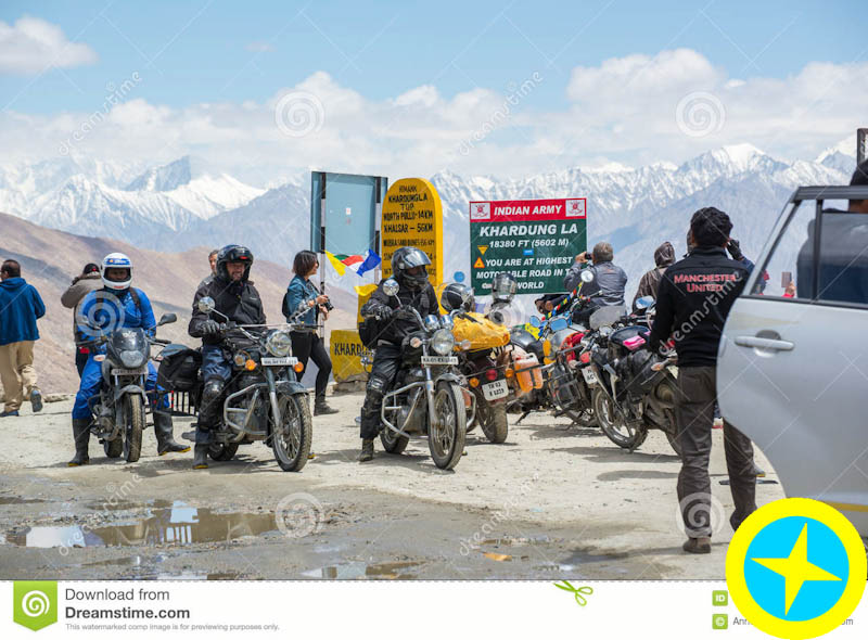 نام: bikers-group-khardungla-pass-world-highest-motorable-road-khardung-la-high-mountain-located-lada.jpg نمایش: 81 اندازه: 139.1 کیلو بایت