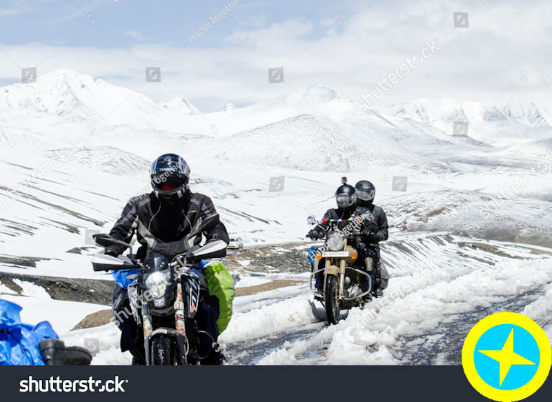 نام: stock-photo-ladakh-india-july-bikers-group-at-khardungla-pass-world-highest-motorable-road-33588.jpg نمایش: 107 اندازه: 115.6 کیلو بایت